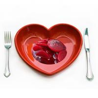 remolacha en un plato con forma de corazón