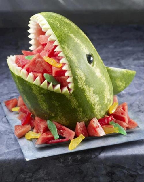 sandia con forma de tiburon