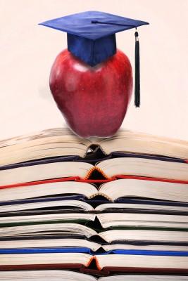 Manzana con birrete y libros