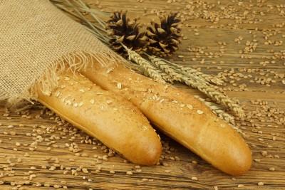 barras de pan en un saco