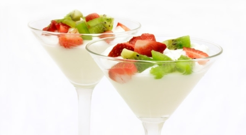 yogur con fresas y kiwi
