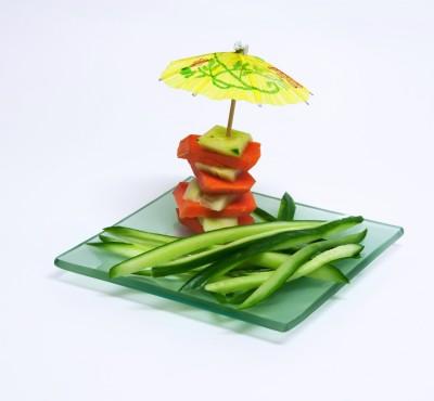 plato decorado con una sombrilla