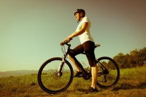 chica en una bicicleta
