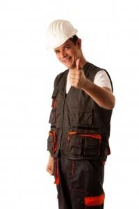 hombre vestido de obrero
