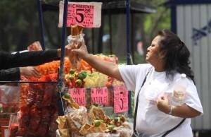 puesto de chicharrones callejero en Mexico