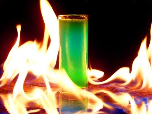 un vaso entre llamas